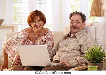 usando, coppia, computer, laptop, anziano