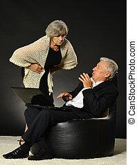 usando, coppia, laptop, anziano