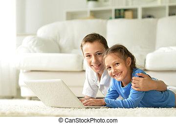 usando, irmã, laptop, irmão