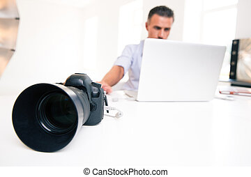 usando,  laptop, giovane, uomo