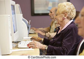 usando, mulher sênior, computador