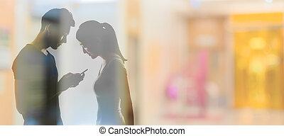 usando, par, cellphone