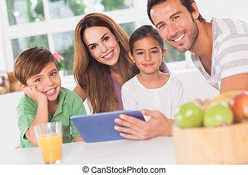 usando, pc tabela, família, feliz