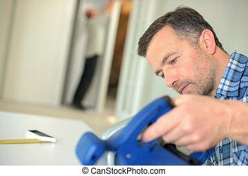 usando, sega, elettrico, carpentiere