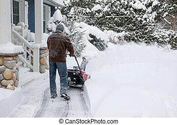 usando, snowblower, neve, profundo, homem