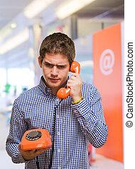 usando, uomo, telefono, vendemmia, giovane
