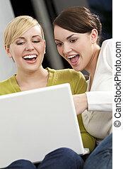 usar la computadora portátil, computadora, mujeres