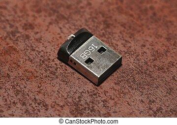 USB Nano Drive - Tiny USB drive ona table