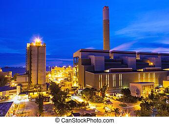 usine industrielle, soir
