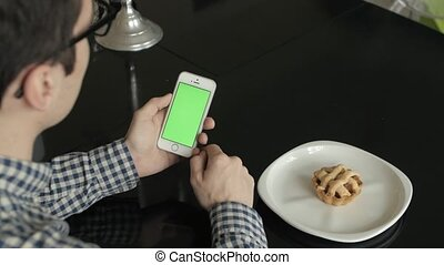 Using Phone Vertical with Green Screen In Home