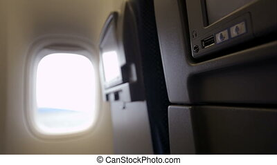 Using USB flash drive with seat monitor in plane