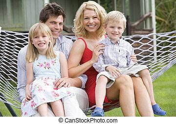 usmívaní, hamak, rodina, sedění