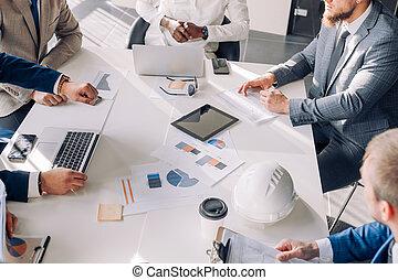 uso, persone affari, riempirsi, grafici, tabelle, chiudere, vista., laptop, riunione