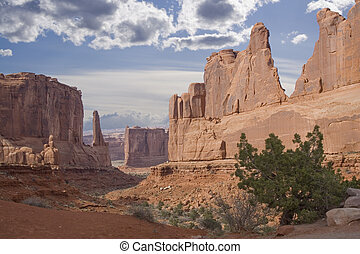 Utah rock monuments and mountains close to Moab - Arches...