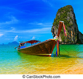 utazás, táj, tengerpart, noha, blue víz, és, ég, -ban, nyár, thaiföld, természet, gyönyörű, sziget, és, hagyományos, wooden csónakázik, táj, tropical paradicsom, erőforrás