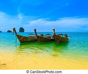 utazás, táj, tengerpart, noha, blue víz, és, ég, -ban, summer., thaiföld, természet, gyönyörű, sziget, és, hagyományos, fából való, boat., táj, tropical paradicsom, resort.