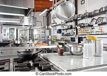 utensílios, ligado, contador, em, cozinha comercial