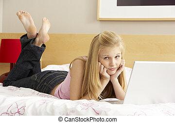 utilisation, adolescent, ordinateur portable, girl, chambre à coucher