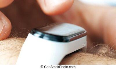 utilisation, bracelet, poignet, coup, traqueur, macro, ...