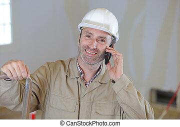 utilisation, cellphone, ouvrier, construction, mâle