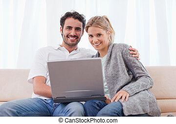 utilisation, couple, cahier, jeune