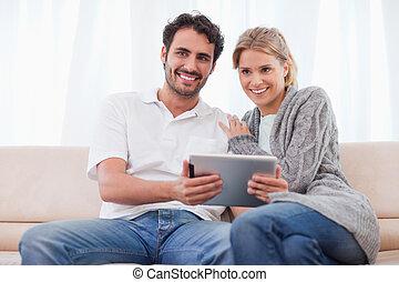 utilisation, couple, informatique, sourire, tablette