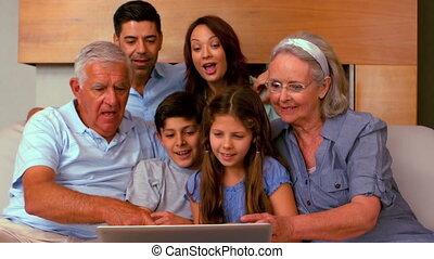 utilisation, famille, prolongé, ordinateur portable, toget