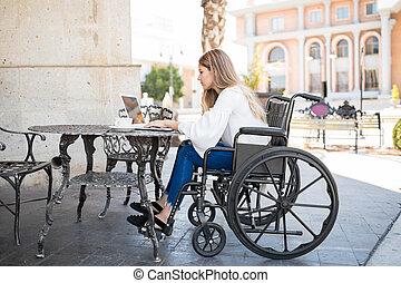 fille datant en fauteuil roulant