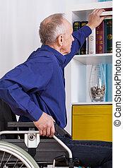 utilisation, fauteuil roulant, idependent, homme