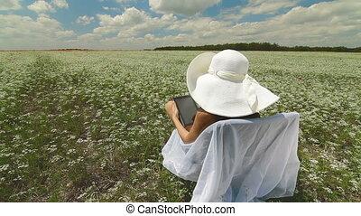 utilisation, femme, jeune, tablette, numérique