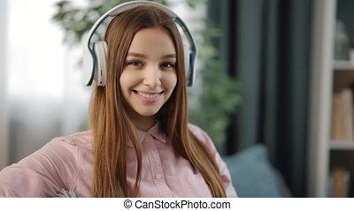 utilisation, femme, musique, casque, écoute