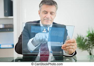 utilisation, futuriste, toucher, homme affaires