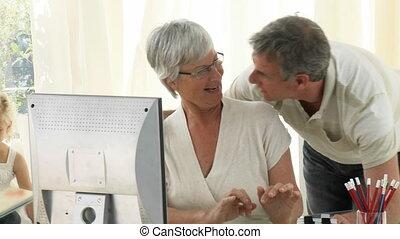 utilisation, grands-parents, informatique
