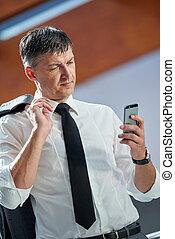 utilisation, homme, téléphone affaires