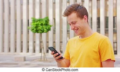 utilisation, homme, téléphone, dehors