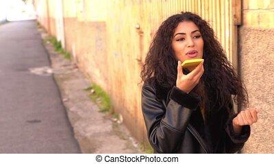 utilisation, jeune, elle, smartphone, marche, femme, rue,...