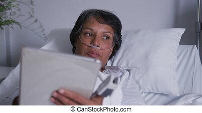 utilisation, mensonge, hôpital, tablette, patient, 4k, lit