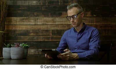 utilisation, moderne, café, tablette, homme