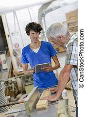 utilisation ordinateur, charpentiers, tablette