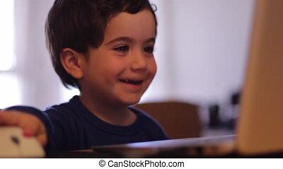 utilisation ordinateur, enfant