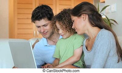 utilisation ordinateur, famille