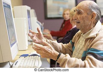 utilisation, personne agee, informatique, homme