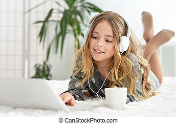 utilisation, peu, informatique, girl