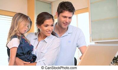 utilisation, peu, parents, ordinateur portable, girl