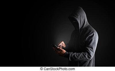 utilisation, smartphone., regarde, vêtements, copie, hommes, pirate informatique, noir, caché, fond, figure, coupure, space., path., smartphone, écran