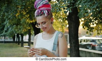 utilisation, sourire, dame, apprécier, téléphone,...