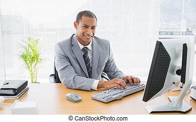utilisation, sourire, homme affaires, bureau, informatique