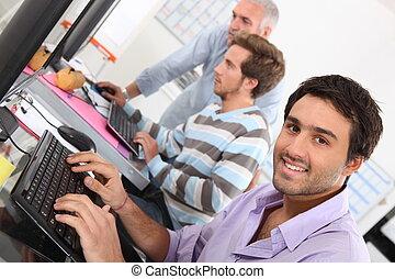 utilisation, sourire, informatique, jeune homme