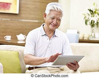 utilisation, tablette, informatique, personne agee, asiatique, actif, homme