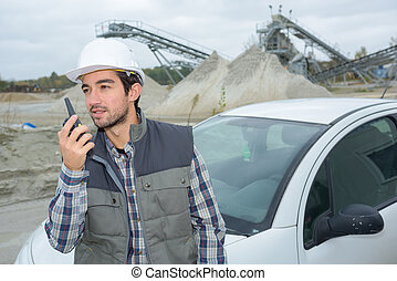 utilisation, walkie talkie, homme